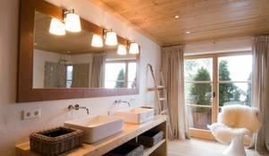 Charlet Kitzbühel Sleeping: landhausstil Badezimmer von Raumkonzepte Peter Buchberger