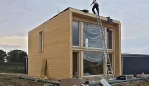 Casas de estilo moderno por THULE Blockhaus GmbH