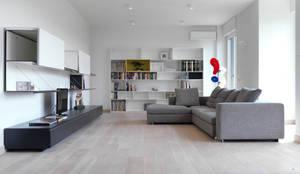 Recupero Sottotetto - Duplex 2: Soggiorno in stile  di enzoferrara architetti