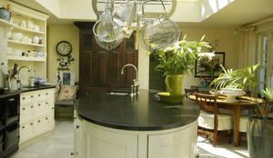 Küche von Fine Fitted Interiors