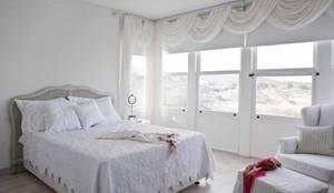 EKE Mimarlık – Çeşme Port Alaçatı: modern tarz Yatak Odası