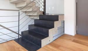 beton cir auf treppe einfamilienhaus bonn - Wandgestaltung Treppenhaus Einfamilienhaus