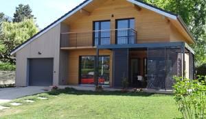 Casas de estilo moderno por Tangentes Architectes