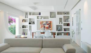 Salon de style de style Méditerranéen par DEFPOINT STUDIO   architettura  &  interni