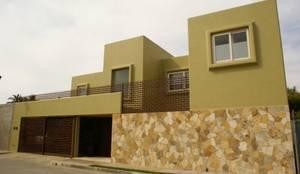 Casas de estilo minimalista por arqflores / architect