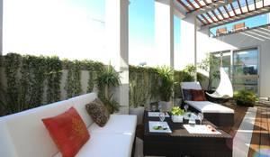 リゾートのようなバルコニー: TERAJIMA ARCHITECTSが手掛けたバルコニー&テラスです。