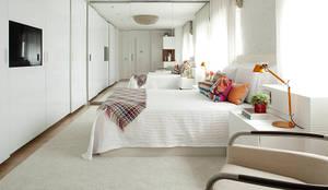Noura van Dijk Interior Design: modern tarz Evler