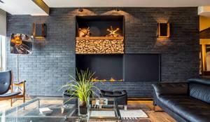 Salas de estar ecléticas por Sobrado + Ugalde Arquitectos