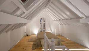 Chambre de style de style eclectique par Tiago do Vale Arquitectos