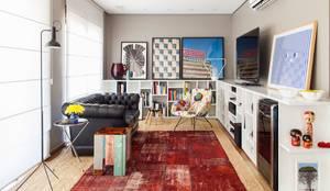 Salas / recibidores de estilo ecléctico por Mauricio Arruda Design