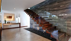 Corridor & hallway by ze|arquitectura