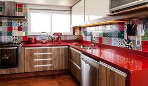 rustikale Küche von Tikkanen arquitetura