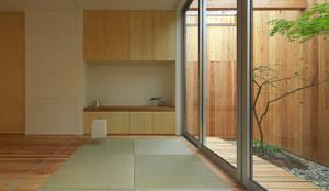 西三国の家 House in Nishimikuni: arbolが手掛けたリビングです。
