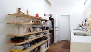 Cocinas de estilo minimalista de オオハタミツオ建築設計事務所