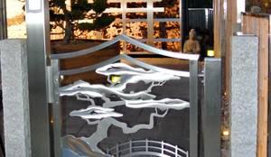 Gartentore aus Edelstahl in Japanisches Design.: asiatischer Garten von Edelstahl Atelier Crouse - Stainless Steel Atelier