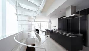 ダイニング・キッチン: 岩井文彦建築研究所が手掛けたダイニングです。