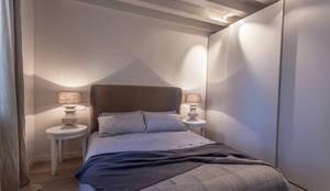 Dormitorios de estilo clásico de Lucia Bentivogli Architetto