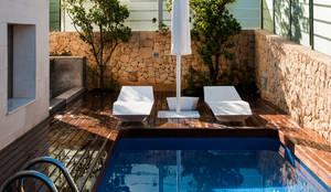 Diseño de jardín y estanque en vivienda de lujo.: Piscinas de estilo clásico de David Jiménez. Arquitectura y paisaje