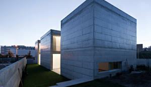 Casa em Moreira: Habitações  por Phyd Arquitectura