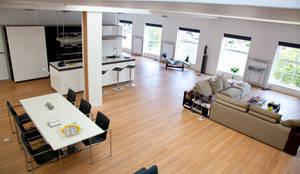 Loft : moderne Woonkamer door Archstudio Architecten | Villa's en interieur