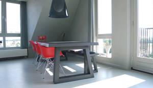 Penthouse: minimalistische Eetkamer door CioMé