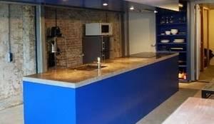 Kitchen 'blue'/ keuken 'spa blauw':  Keuken door Blok Meubel