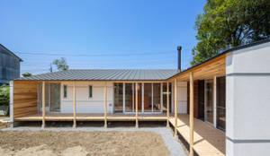 鴻巣の曲り家: 株式会社 中山秀樹建築デザイン事務所が手掛けた家です。