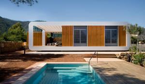 Casas de estilo moderno por NOEM