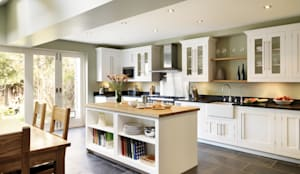 Cocinas de estilo clásico por Harvey Jones Kitchens