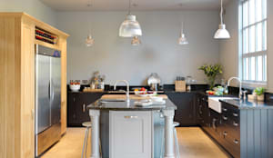 Painted Shaker kitchen by Harvey Jones: classic Kitchen by Harvey Jones Kitchens