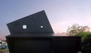 Black: アースワーク一級建築士事務所が手掛けた家です。