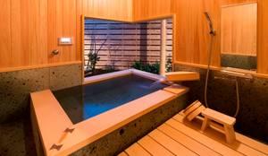 .宮司の家: AMI ENVIRONMENT DESIGN/アミ環境デザインが手掛けた浴室です。
