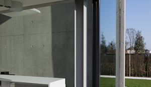 woning en kantoor volledig in ter plaatse gestort beton: minimalistische Huizen door pluspunt architectuur