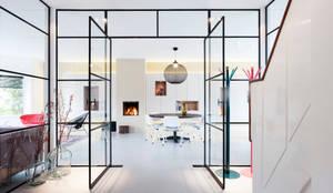 غرفة السفرة تنفيذ StrandNL architectuur en interieur