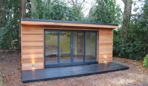 Estudios y oficinas de estilo moderno por Crusoe Garden Rooms Limited