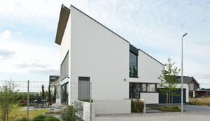 Einfamilienhaus neubau mit doppelgarage modern  Neubau Einfamilienhaus mit Doppelgarage in Düsseldorf von ...
