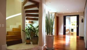 modern Corridor, hallway & stairs by MeyerCortez arquitetura & design