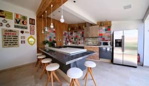 Garajes y galpones de estilo moderno por MeyerCortez arquitetura & design