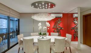 Apartamento Ribeirão Preto: Salas de jantar modernas por Designer de Interiores e Paisagista Iara Kílaris