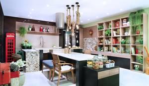 COZINHA DA FAMÍLIA: Cozinhas ecléticas por Adriana Scartaris design e interiores