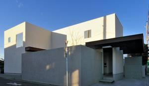 八幡山の住宅: 井上洋介建築研究所が手掛けた家です。