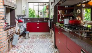 Cuisine de style de style eclectique par Camila Tannous Arquitetura & Interiores