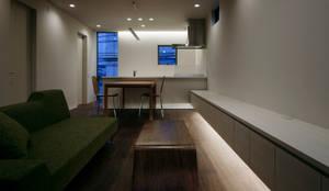 リビング: 松岡淳建築設計事務所が手掛けたリビングです。,