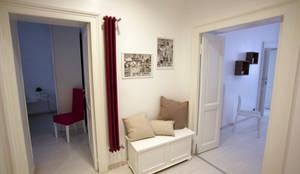 Pasillos, vestíbulos y escaleras de estilo moderno de Designing Home