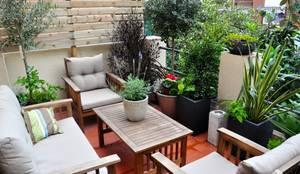 Terrazza in stile  di ésverd - jardineria & paisatgisme