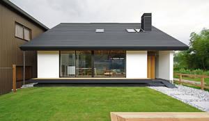 Casas pequeñas de estilo  por 空間建築-傳 一級建築士事務所
