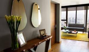Pasillos, vestíbulos y escaleras de estilo  por Concepto Taller de Arquitectura