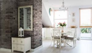 Mieszkanie na poddaszu 85m2: styl , w kategorii Korytarz, przedpokój i schody zaprojektowany przez Meblościanka Studio