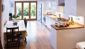 Cocinas de estilo moderno por FABI Designers & Builders Associates Ltd.