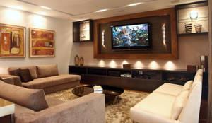 رہنے کا کمرہ  by Lucia Navajas -Arquitetura & Interiores